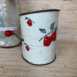 Vintage 🍎 Hand-Churn Flour Sifter